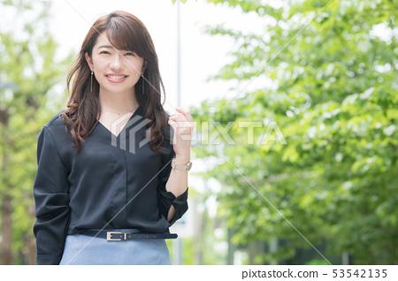 女商人日本婦女城市都市新綠色 53542135