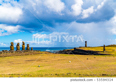 View of the group of five Moai Statues 53594314