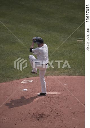 投手扔球 53627058