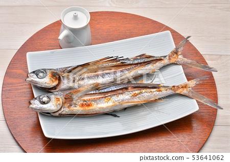 鹽烤魚和烤魚。飛魚,飛魚,飛魚。日本料理。 53641062