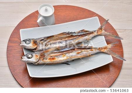 鹽烤魚和烤魚。飛魚,飛魚,飛魚。日本料理。 53641063