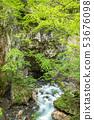 "Shirabon温泉的绝佳景点在""Tsukunai""石灰岩的岩石中自然侵蚀造成的隧道 53676098"