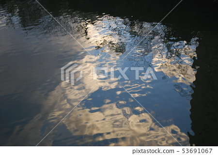Water surface 53691067