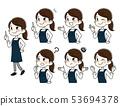 앞치마를 입고 손가락을 세우는 젊은 여성 표정 세트 53694378