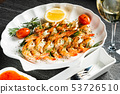 grilled shrimps with herbs and lemon 53726510
