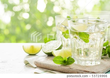 Fresh lemonade in glasses 53728966