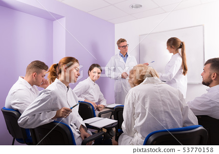 Young students of medical faculty conversation with teacher 53770158