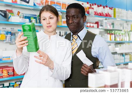 chemist explaining prescribed medicine male 53773865