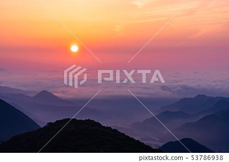 (櫪木縣)從日光伊羅哈斜坡看到的黎明 53786938