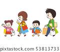 쇼핑에서 돌아온 4 인 가족 53813733