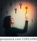 钥匙 悬挂 女人 53852490