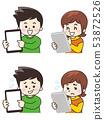 使用平板电脑的年轻人 53872526