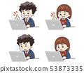 使用筆記本電腦的初中學生 53873335