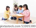 畫畫的兒童和幼兒園老師 53905380
