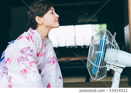 Yukata women and fans