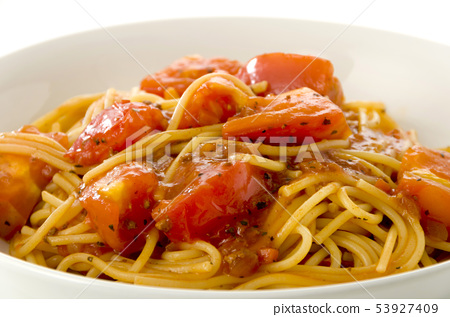 Pasta with fresh tomatoes and meat sauce 53927409