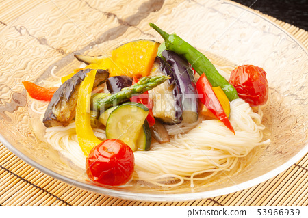 Soy noodles of summer vegetables fried 53966939