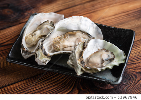 cooked oyster on japanese plate 53967946