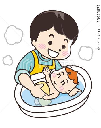 아기를 목욕시키는 아버지 53996677