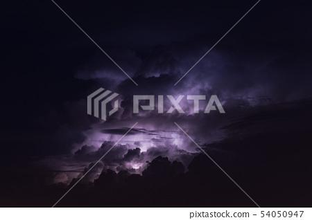閃電和雷雲 54050947