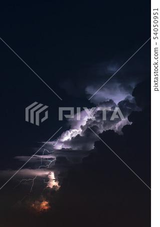 閃電和雷雲 54050951