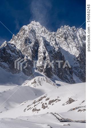中國麗江玉龍雪山 中国観光スポット China Jade Dragon Snow Mountain 54068248