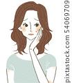 患有脸颊上的粉刺的女人 54069709
