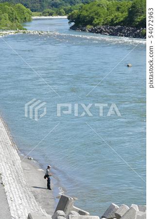 강에서 배스 낚시 54072963