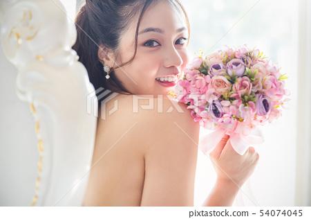 여성 신부 54074045
