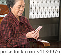 老人 奶奶 手機 科技 生活方式 社交媒體 elderly smartphone お婆さん スマホ 54130976