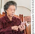 老人 奶奶 手機 科技 生活方式 社交媒體 elderly smartphone お婆さん スマホ 54131032