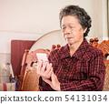 老人 奶奶 手機 科技 生活方式 社交媒體 elderly smartphone お婆さん スマホ 54131034
