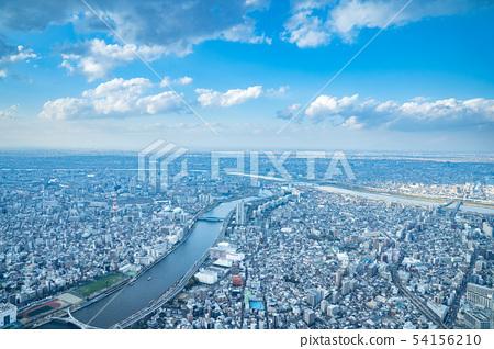 在東京天空雲彩天空和雲彩和大城市大廈大廈企業拷貝空間背景材料的都市風景 54156210