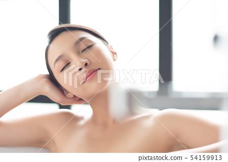 女人沐浴美容治療 54159913