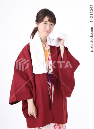 유카타를 입는 젊은 여성 54218048