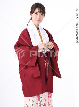 유카타를 입는 젊은 여성 54218050