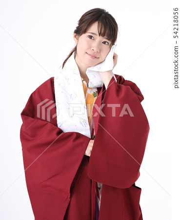 유카타를 입는 젊은 여성 54218056