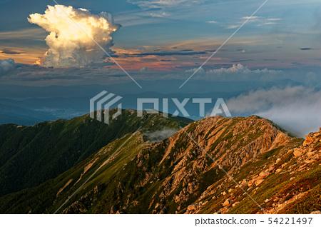기소 고마가 타케에서 볼 황혼의 산맥과 적란운 54221497