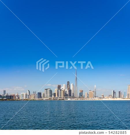 [迪拜城市景觀] Burj Khalifa和都市風景白天全景 54282885