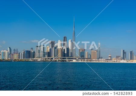 [迪拜城市景觀] Burj Khalifa和都市風景白天全景 54282893