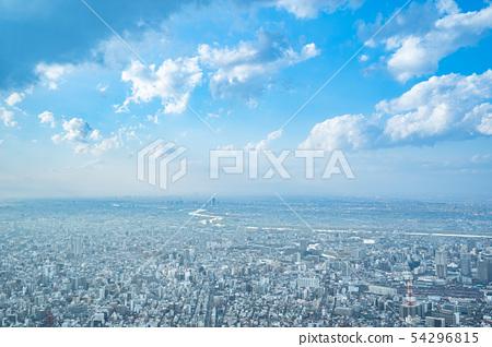 在東京天空雲彩天空和雲彩和大城市大廈大廈企業拷貝空間背景材料的都市風景 54296815
