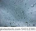 透明玻璃上的雨滴 54312381