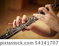 女人吹双簧管 54341707