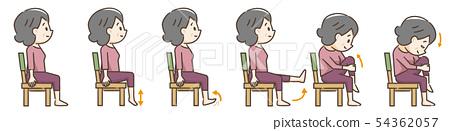 노인의 의자를 이용한 운동 54362057