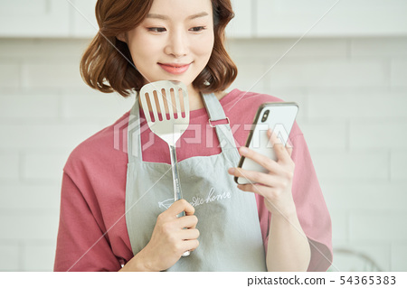 女人做飯 54365383