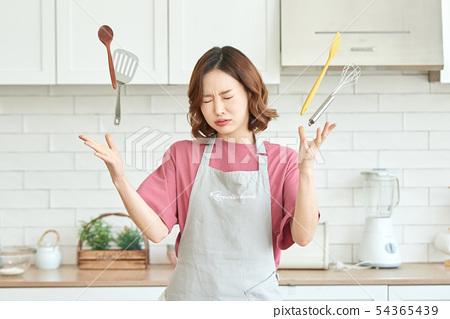 女人做飯 54365439