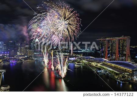 新加坡濱海灣NDP排練夜視圖和煙花 54377122