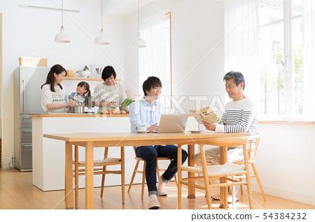 세 가족, 부엌, 도움, 거실, 마이 홈 54384232