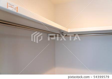 Walk-in closet 54399579