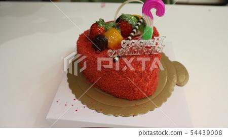 慶祝生日的生日蛋糕 54439008